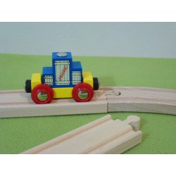 Wagon z niebieską dużą skrzynią