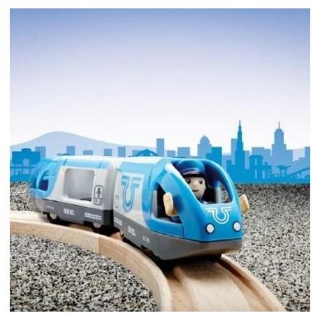 Niebieski pociąg metro z napędem